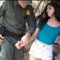 Flagra traficante gostosa sendo pega na fronteira
