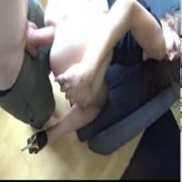 Novinha desesperada gritando de quatro e levando piroca grossa no cu